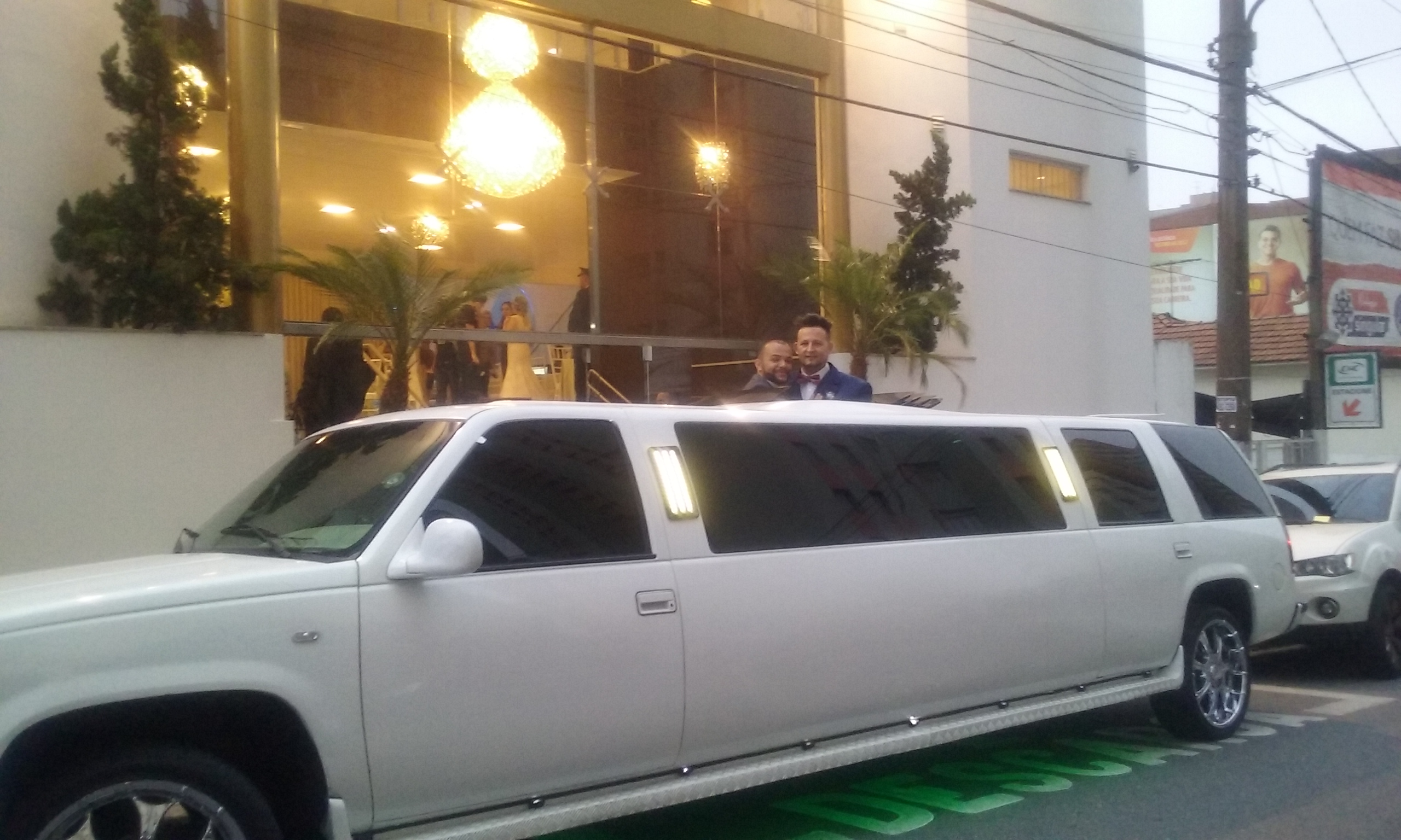 CASAL NA LIMOUSINE